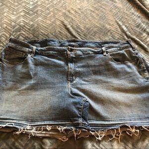 Lane Bryant Medium Wash Short Shorts Size 28